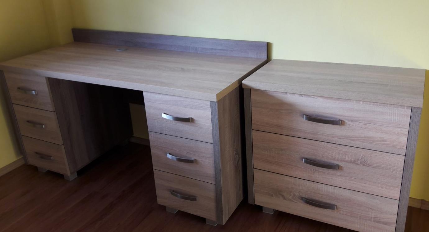 biurko z komodą