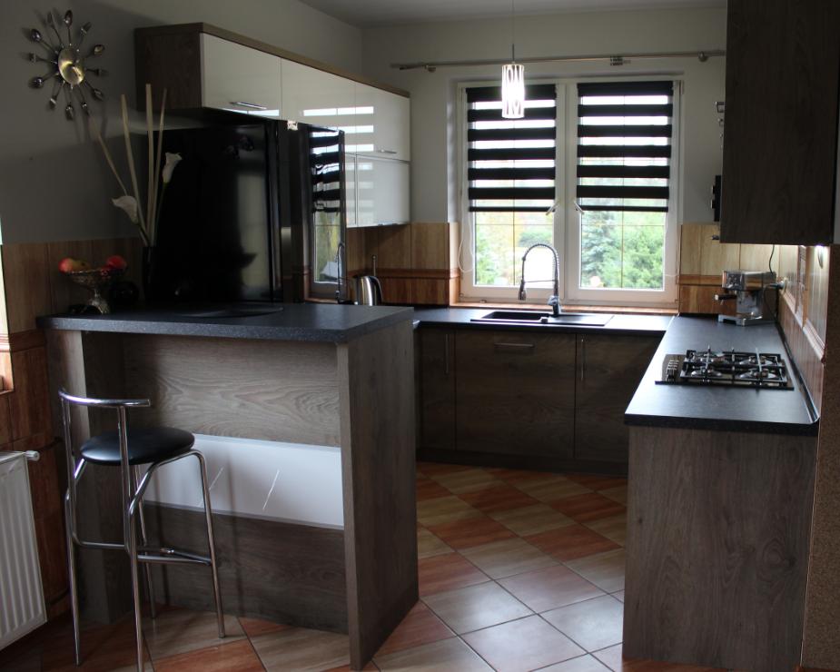 kuchnia akryl biały + front laminat