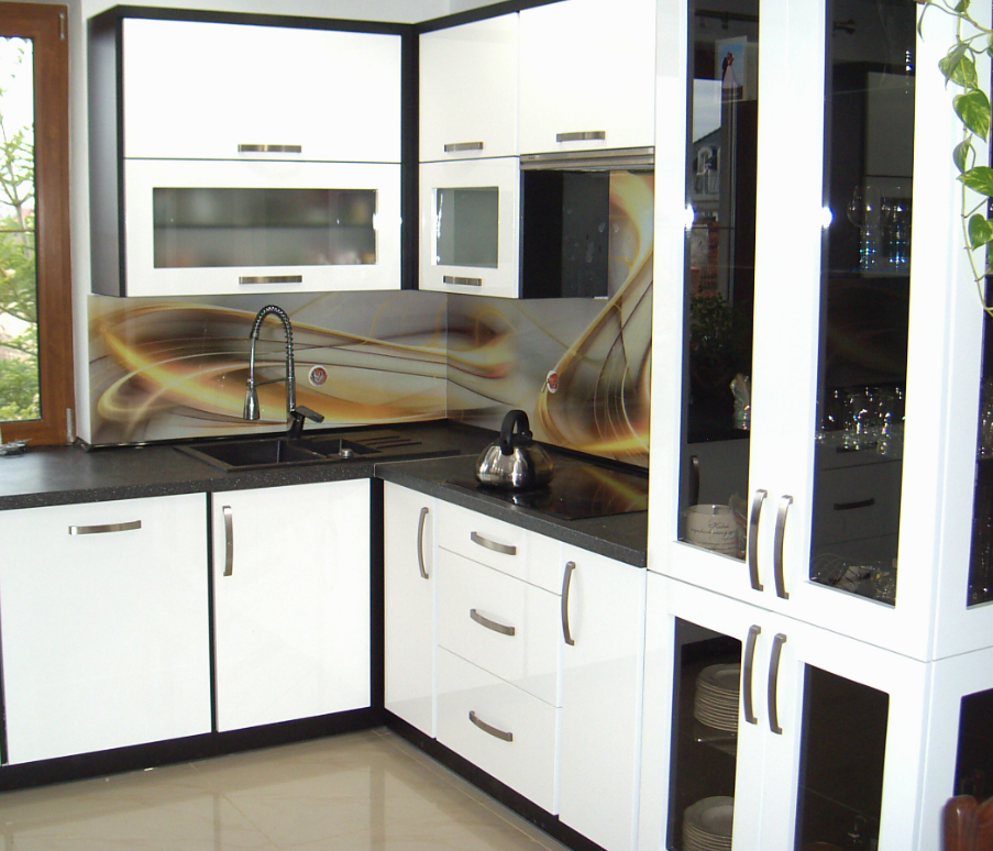 kuchnia lakier biały z szkłem
